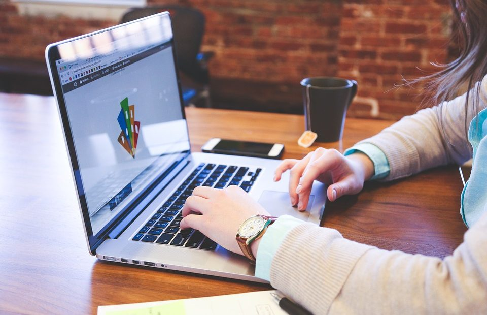 05e17321586f Aprire un negozio online per molti rappresenta una possibilità importante  da sfruttare. Avere un attività su internet può rappresentare un ottimo  vantaggio ...